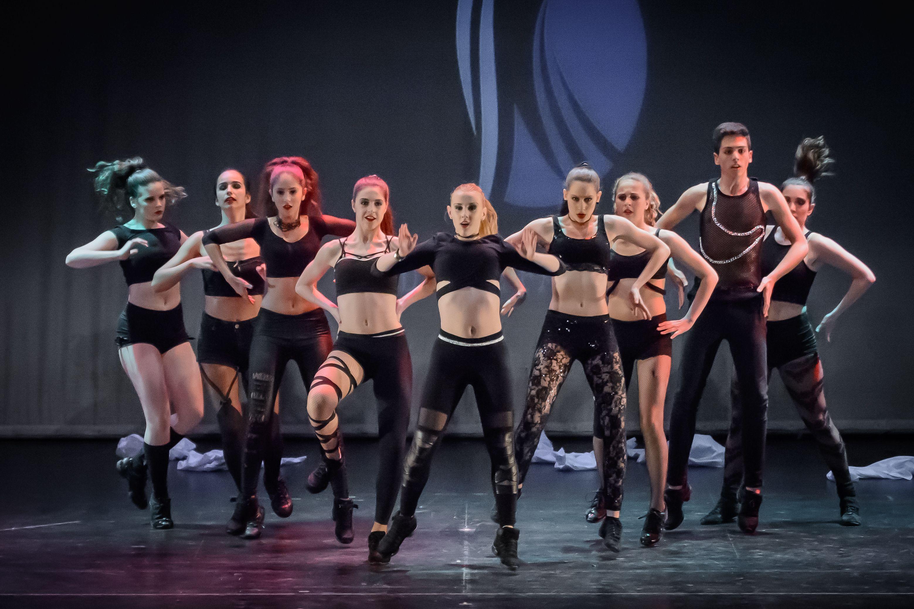 Danza moderna escuela las mil y una danzas for Immagini di ballerine di danza moderna
